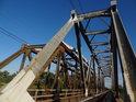 Nádraží Czerwieńsk a Nietkowice spojují 2 samostatné konstrukce, 2 samostatné železniční mosty.