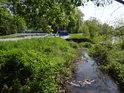 Most přes potok Bezejmenný u Vraženského rybníka.