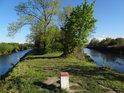 Hraniční mezník na soutoku řek Odra a Olše / Olza v chráněném území Hraniční meandry Odry.