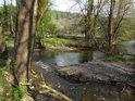 Lazský potok posiluje Odru zleva ve Vojnovicích, což je bývalá vesnice.