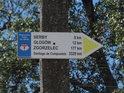 Ukazatel na Santiago de Compostela 3329 km, Wielkopolska Droga św. Jakuba, v obci Wilków.