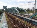 Dva železniční mosty přes Odru u města Ścinawa.