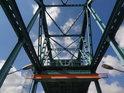 Pohled vzhůru do ocelové mostní konstrukce. Most zwodzony, Gryfino.